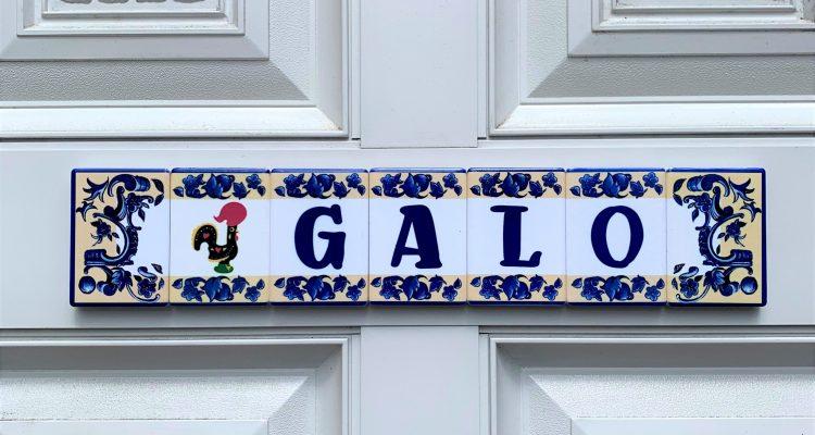 galo-hostel-kobe-main-gate