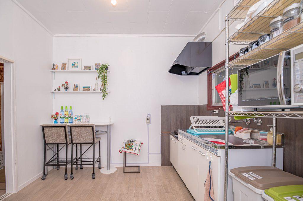 kitchen-space-galo-hostel-2